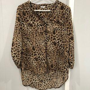 Tops - 6/$20!!! Cheetah blouse